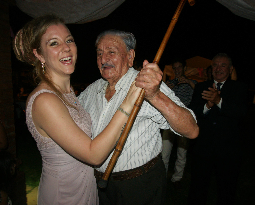 Dancing with Jorge's uncle, his father's older brother...cane in hand! Hey, old age isn't any excuse not to VALSE!